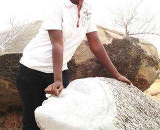 Adjaratou OUEDRAOGO, artiste-peintre-sculpteur