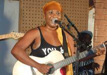 Aïda DAO, Artiste Musicienne : » je peux réussir sans eux … !»