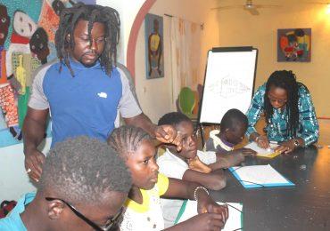 Peinture: Formation d'une dizaine d'enfants mal entendants à l'Espace Soarba
