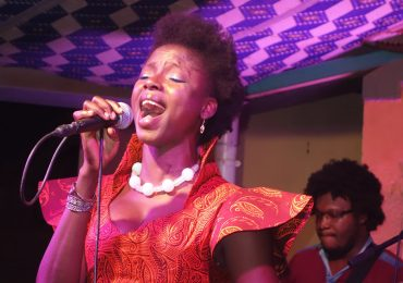 Musique : Kandy GUIRA chante pour un réveil patriotique