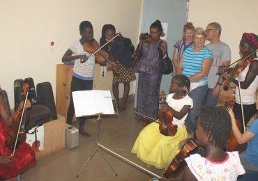 AMEM : S.E.M. Andreas Michael Pfaffernoschke dans les locaux de l'Association Musicale Enfants du Monde