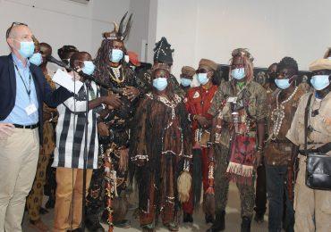 Art:  Warren SARE expose sur les Dozos à l'Institut Français