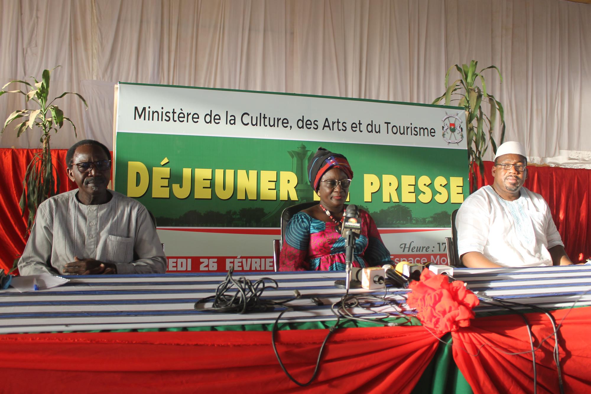 La Ministre de la culture rencontre les journalistes, communicateurs et animateurs culturels.