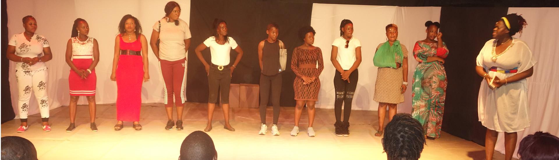 Humour: Fin de formation de 10 femmes
