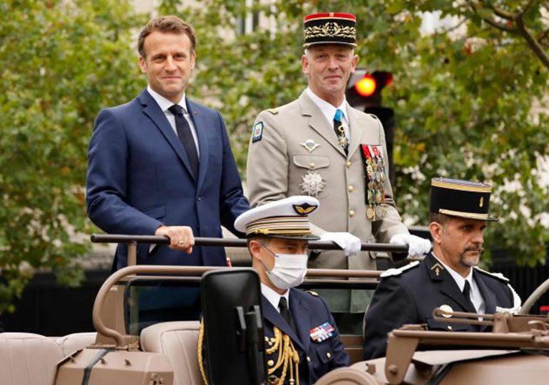 14-Juillet: la France renoue avec la tradition du défilé militaire