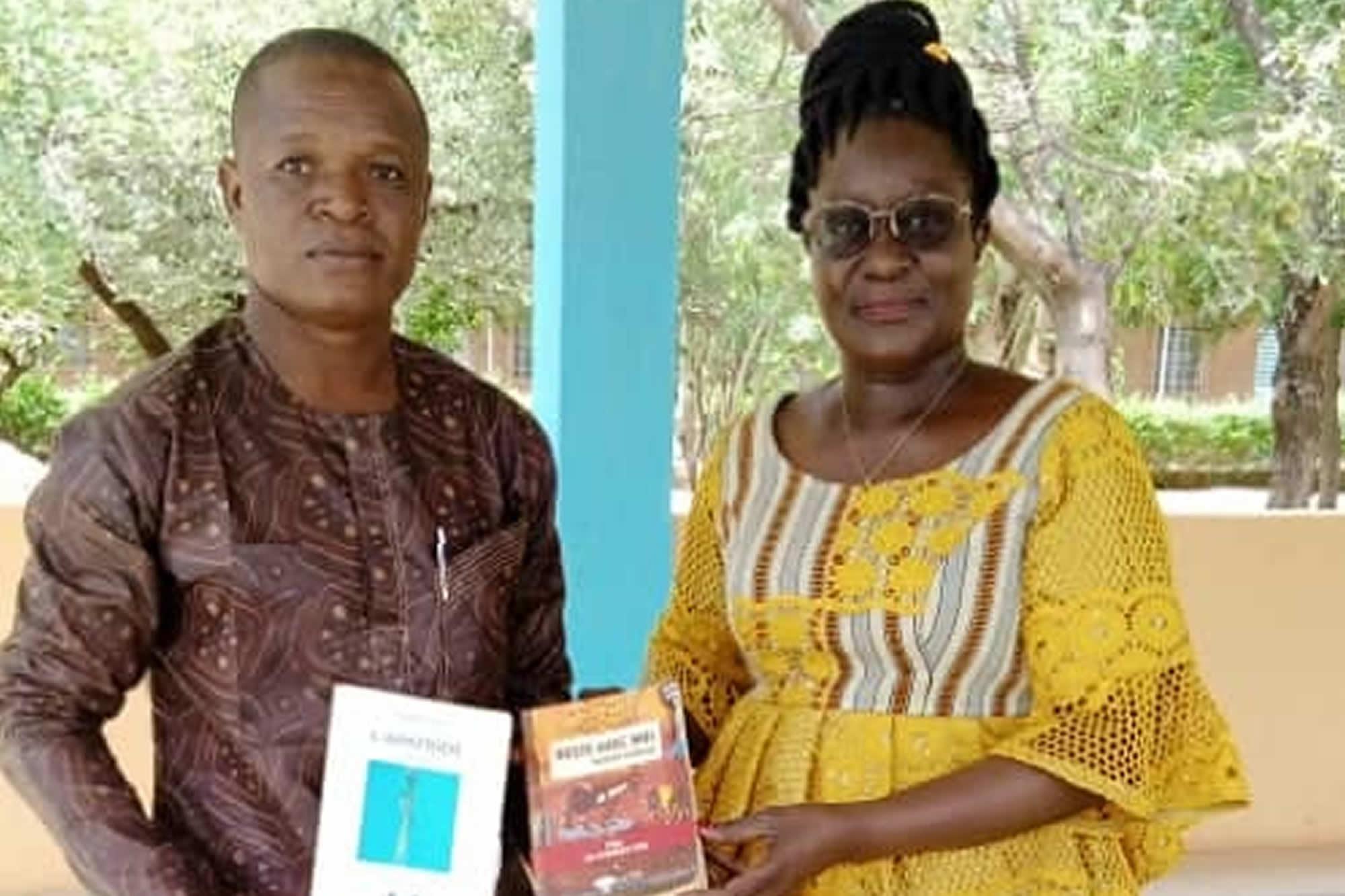 """Promotion du livre: la ministre encourage """"le fou du livre de l'Est"""""""