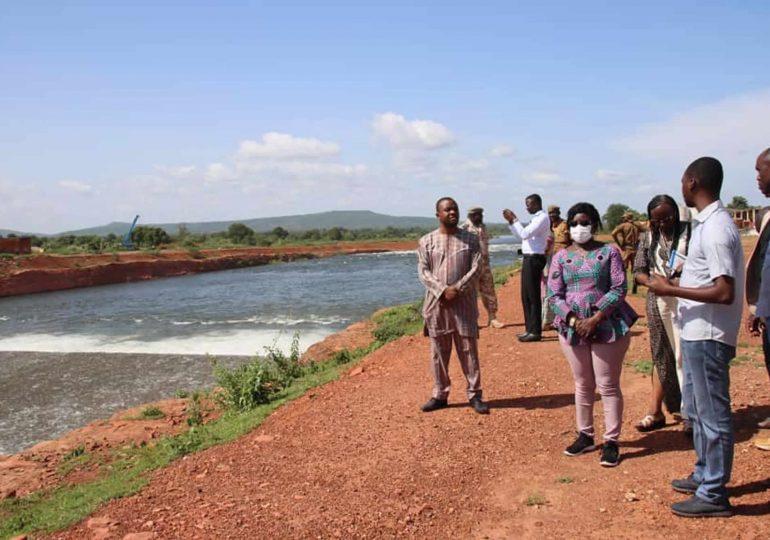 Tourisme interne: la ministre THIOMBIANO sur les bords du barrage de Samendeni
